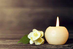 Beisetzung durch das Bestattungsinstitut - Kerze das letzte Licht zur Beisetzung