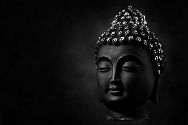 Buddhistische Bestattung - Buddha in schwarz