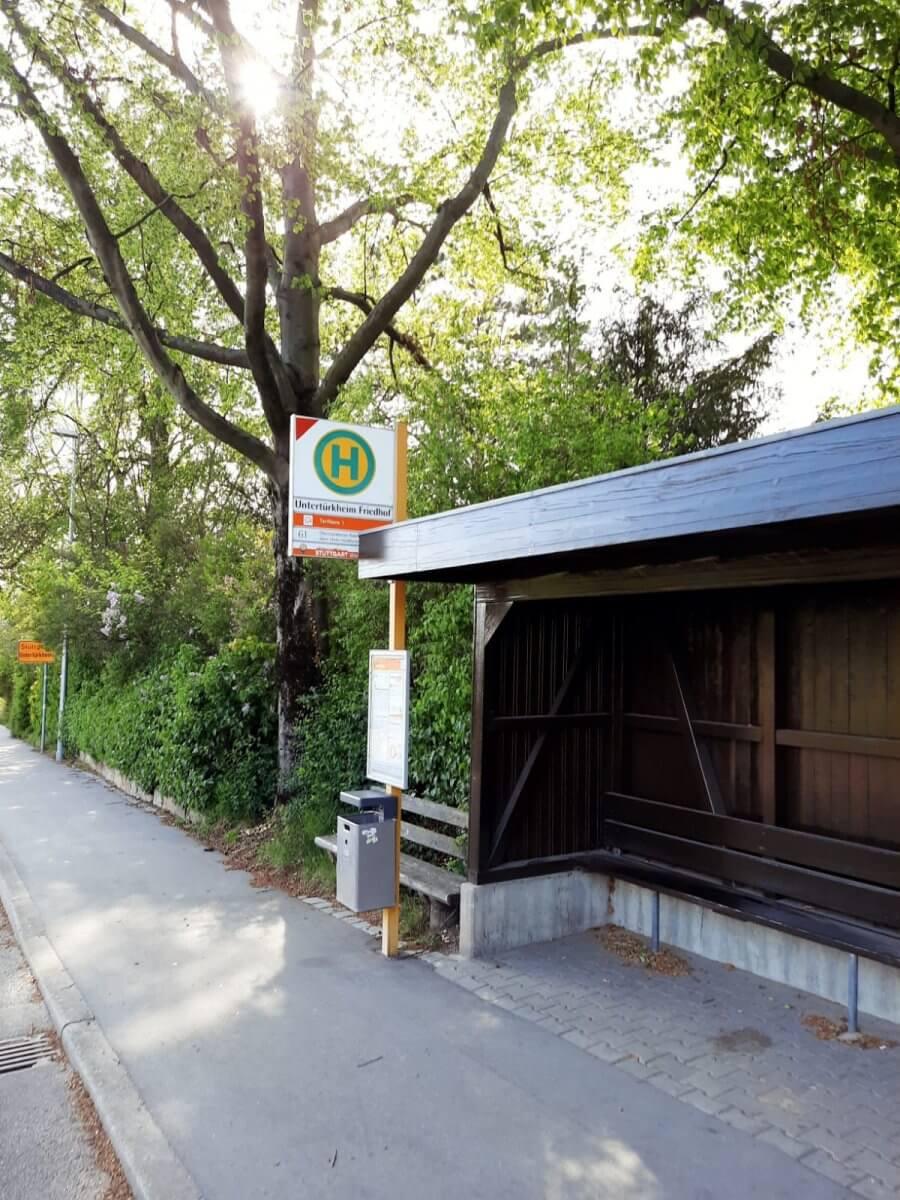 Friedhof Untertürkheim Bushaltestelle mit Überdachung