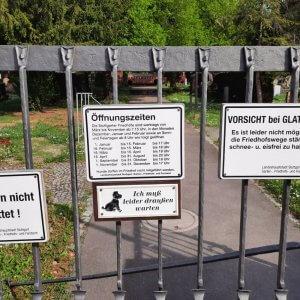 Friedhof Untertürkheim Eingang Schilder