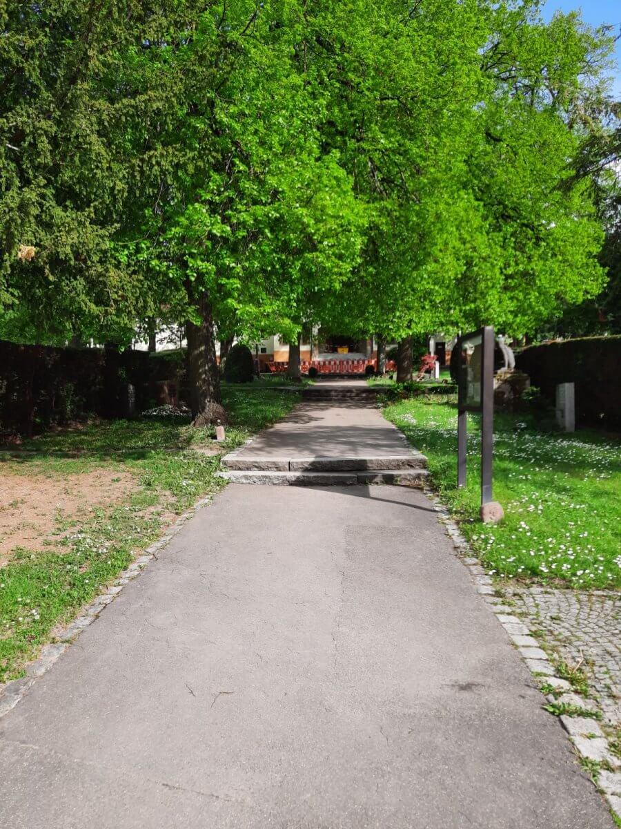 Friedhof Untertürkheim Gehweg