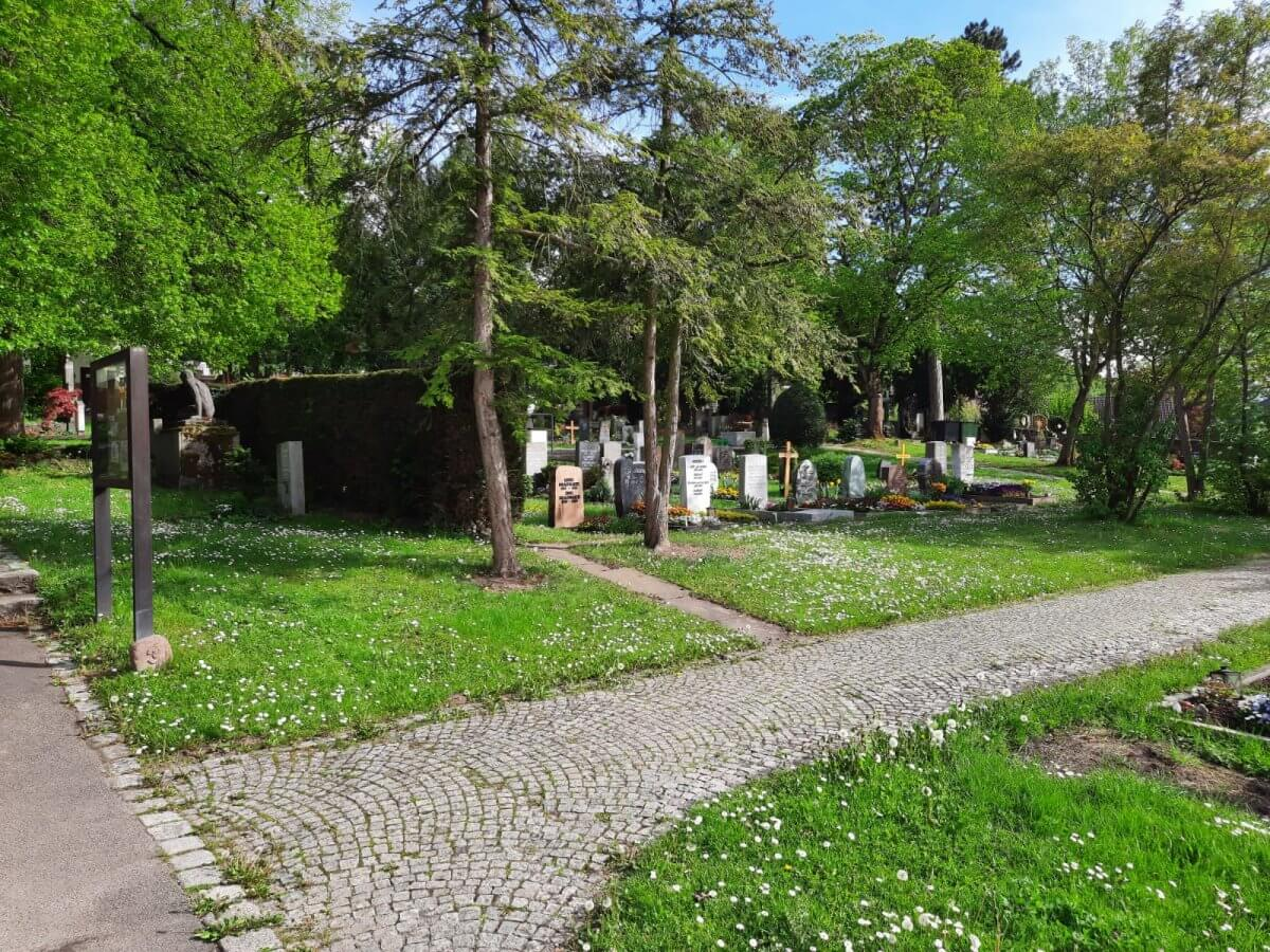 Friedhof Untertürkheim Grabfelder und Hinweistafel
