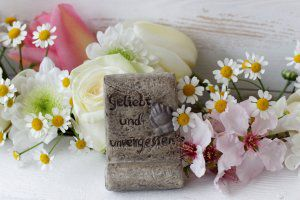 Referenzen zum Bestattungdienst-Geliebt und unvergessen - Blumen und Accessoires von Ihrem Bestatter