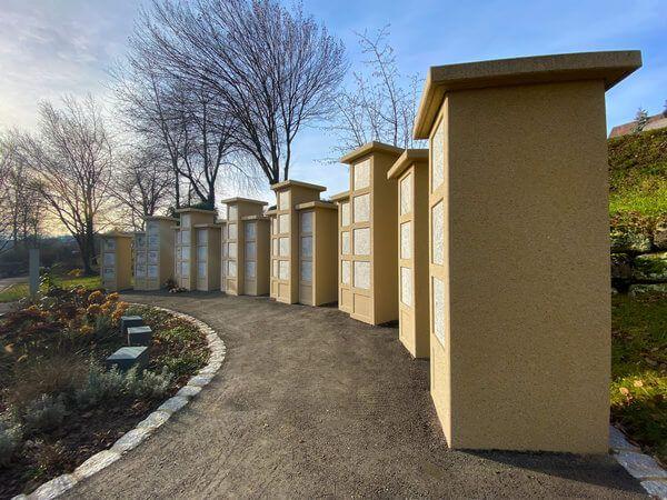 Urnengemeinschaftsgrab - Urnenstellen auf einem Friedhof