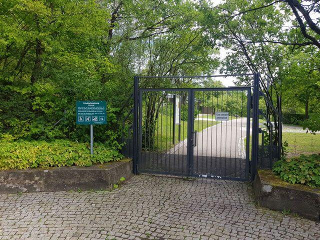 Waldfriedhof Gerlingen Einfahrt Tor