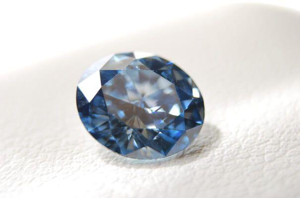 Diamantenbestattung - Asche wird zu einem Diamanten gepresst